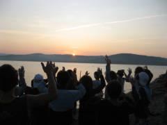 Il sole che sorge visto da Isola Polvese